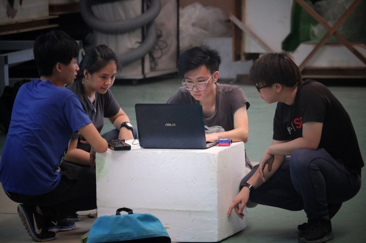 Using SOLIDWORKS to design their solar-powered car