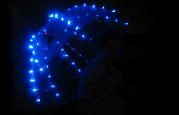 How To : Make a Programmable LED Umbrella With Arduino Mini