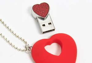 usb-necklace-red