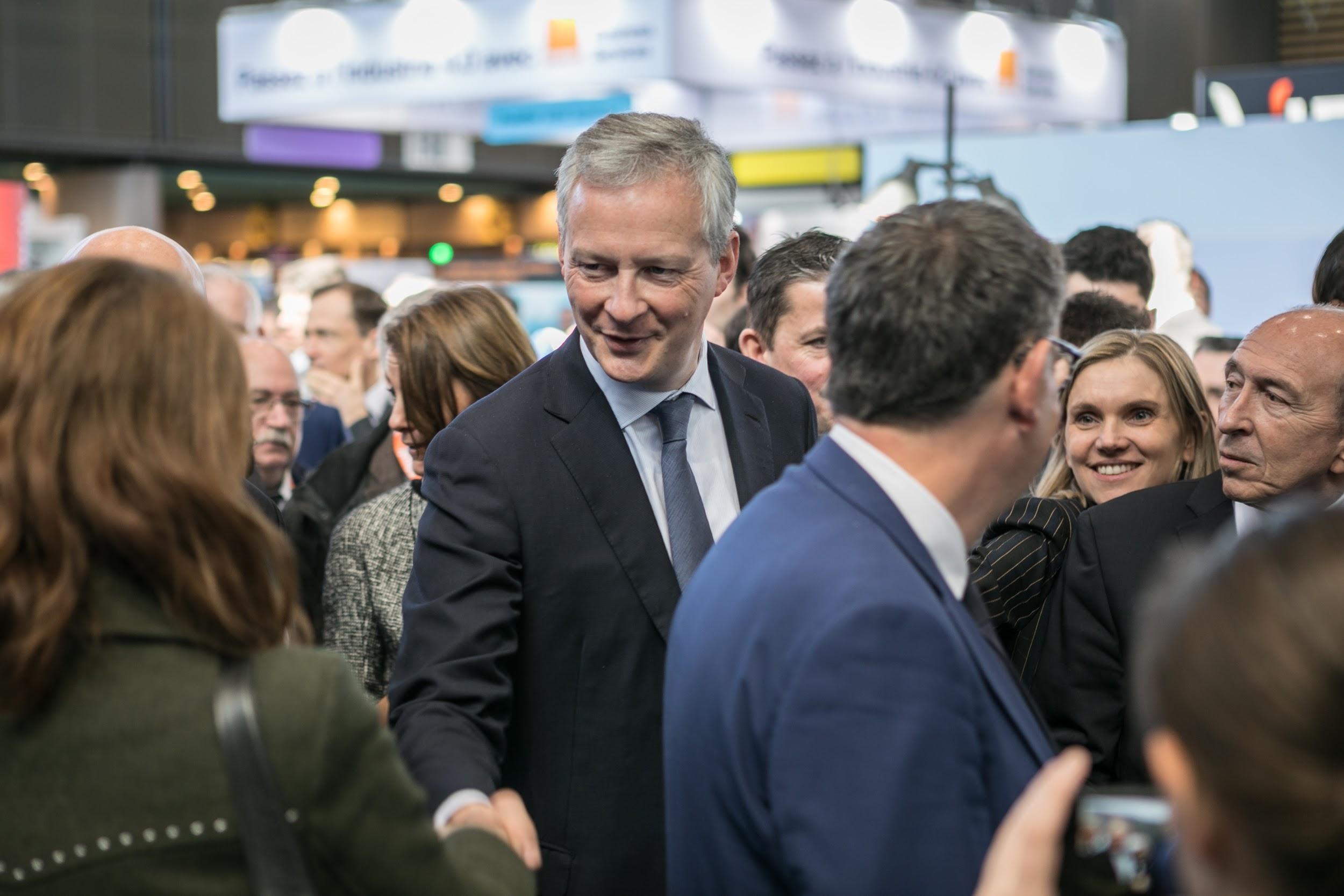 hot sale online 45aa6 bbbe5 Le Ministre de l Économie et des Finances, Bruno Le Maire (au centre),  accompagné à sa gauche par sa secrétaire d État Agnès Pannier-Runacher et  l ancien ...