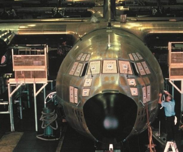 メーカーからの業務・設計責任の移管で大幅に高まる 航空宇宙関連サプライヤーの負担 文:トニー ベロッチ : マガジン第十回