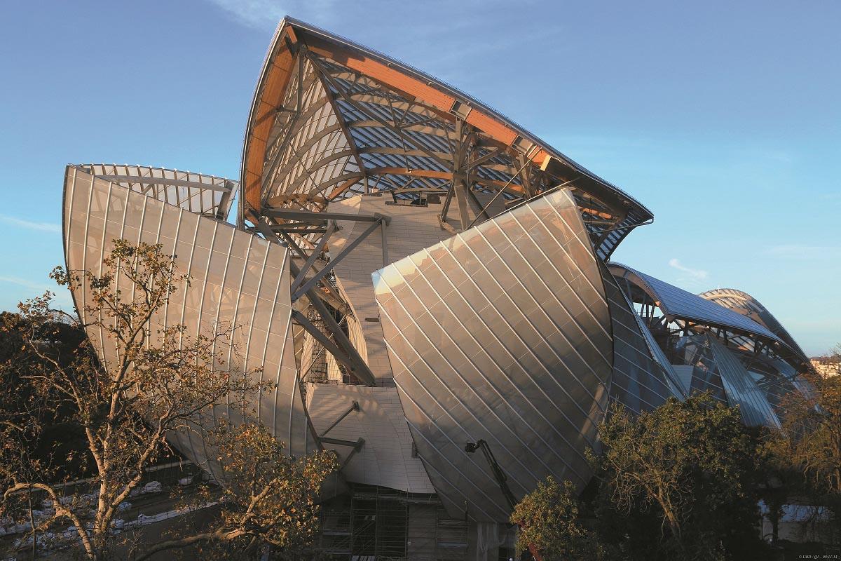 【Frank Gehry設計の最新ランドマーク】ルイ・ヴィトン ファウンデーション・フォー・クリエーション ブローニュの森に誕生した斬新な美術館