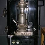 348px-Ernst_Ruska_Electron_Microscope_-_Deutsches_Museum_-_Munich-edit