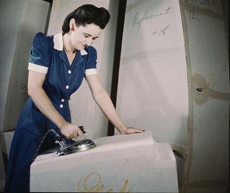 716px-Ironing