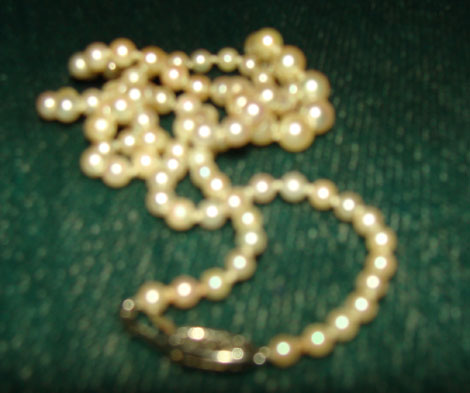 shinypearlnecklace